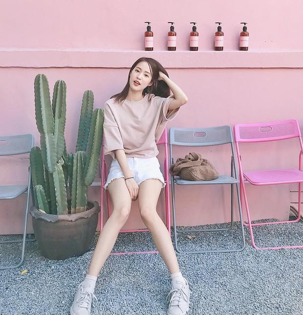Hot girl diện đồ basic đẹp nhất Thái Lan Pimtha bỗng dưng khiến người ta hết hồn trong bộ váy màu hường lồng lộn - Ảnh 2.