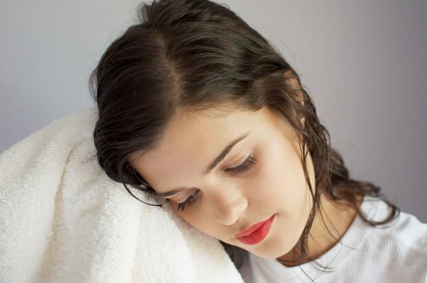 Cô gái trẻ rơi vào tình trạng méo miệng, liệt nửa mặt chỉ vì thói quen đi ngủ khi tóc còn ướt - Ảnh 4.