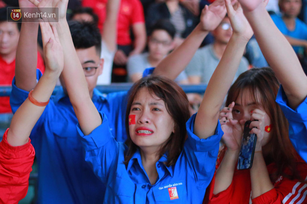 ĐH Bách khoa (Hà Nội): Cổ động viên vỡ òa cảm xúc sau khi Việt Nam chính thức giành vé vào Chung kết U23 châu Á - Ảnh 8.