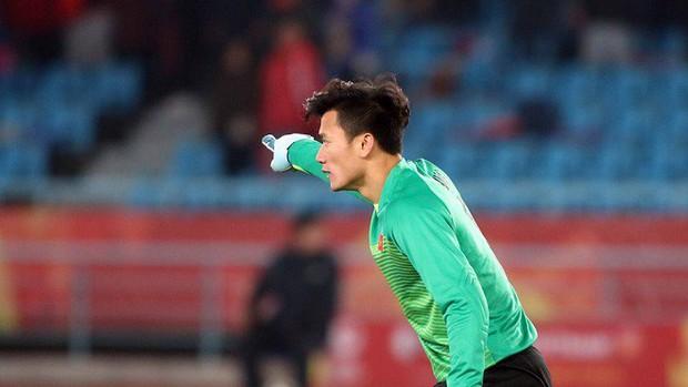 FLC Thanh Hóa lên án báo giá quảng cáo thủ môn Bùi Tiến Dũng - Ảnh 1.