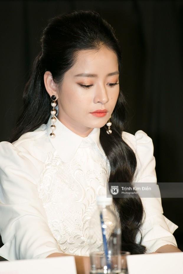 """Chi Pu tự tin đọ sắc """"nữ thần thế hệ mới"""" Chae Yeon, lạnh lùng với """"người yêu tin đồn"""" ngay buổi ra mắt phim - Ảnh 10."""