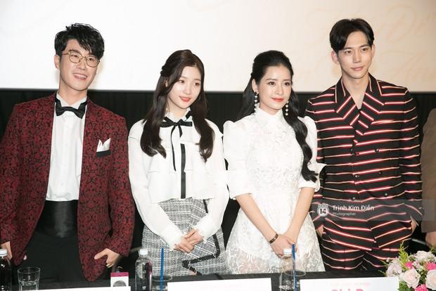 """Chi Pu tự tin đọ sắc """"nữ thần thế hệ mới"""" Chae Yeon, lạnh lùng với """"người yêu tin đồn"""" ngay buổi ra mắt phim - Ảnh 5."""