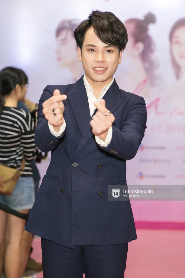 """Chi Pu tự tin đọ sắc """"nữ thần thế hệ mới"""" Chae Yeon, lạnh lùng với """"người yêu tin đồn"""" ngay buổi ra mắt phim - Ảnh 15."""