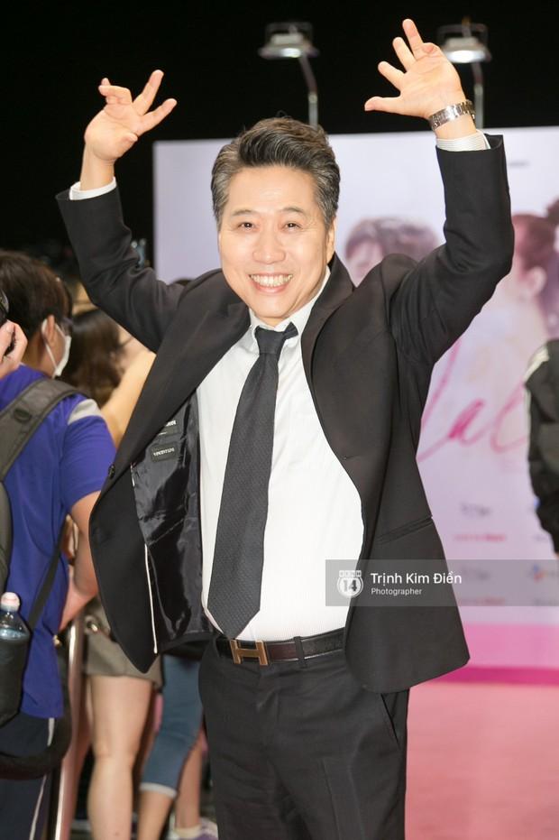 """Chi Pu tự tin đọ sắc """"nữ thần thế hệ mới"""" Chae Yeon, lạnh lùng với """"người yêu tin đồn"""" ngay buổi ra mắt phim - Ảnh 14."""