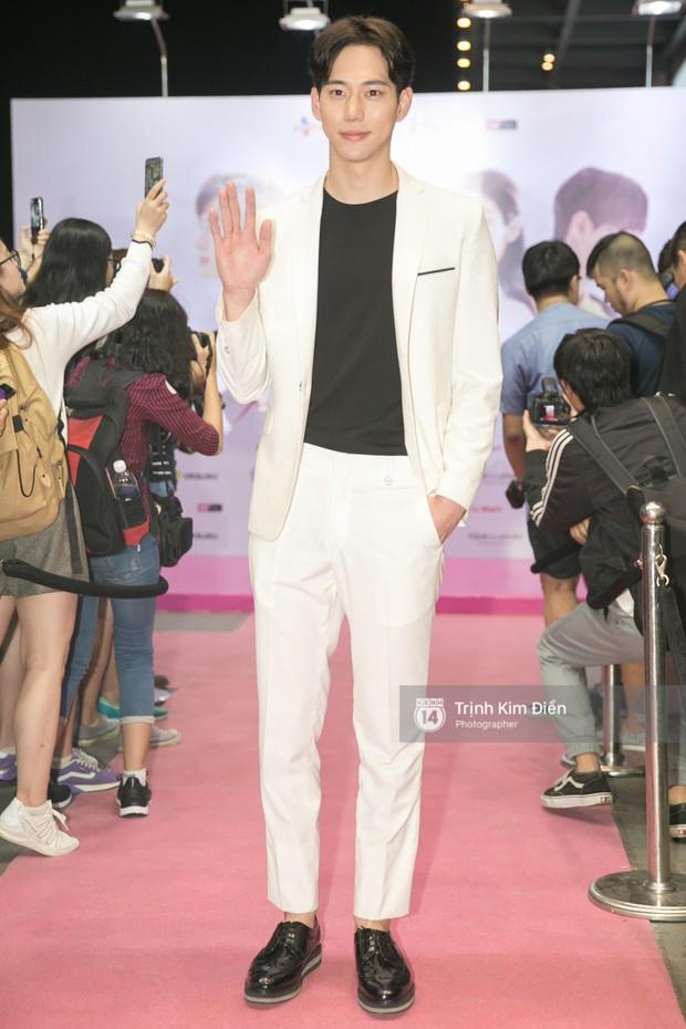 """Chi Pu tự tin đọ sắc """"nữ thần thế hệ mới"""" Chae Yeon, lạnh lùng với """"người yêu tin đồn"""" ngay buổi ra mắt phim - Ảnh 13."""