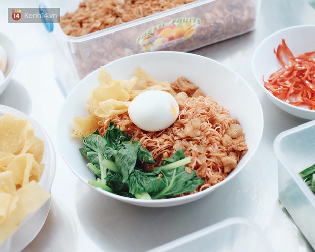 Sài Gòn: Thích ăn mì gói thì nhất định phải thử siêu bản nâng cấp mì trộn bắp bò cay này - Ảnh 7.