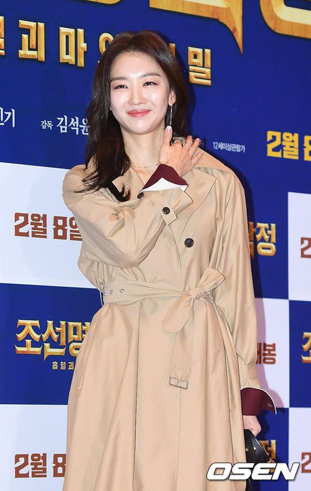 Nữ thần Hậu duệ mặt trời bê cả nửa showbiz đến dự: Song Ji Hyo đánh bật loạt mỹ nhân, Bi Rain dẫn đầu dàn tài tử - Ảnh 12.