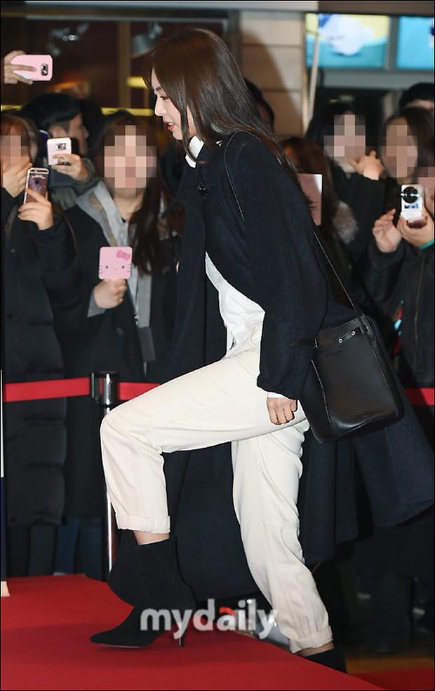 Nữ thần Hậu duệ mặt trời bê cả nửa showbiz đến dự: Song Ji Hyo đánh bật loạt mỹ nhân, Bi Rain dẫn đầu dàn tài tử - Ảnh 13.