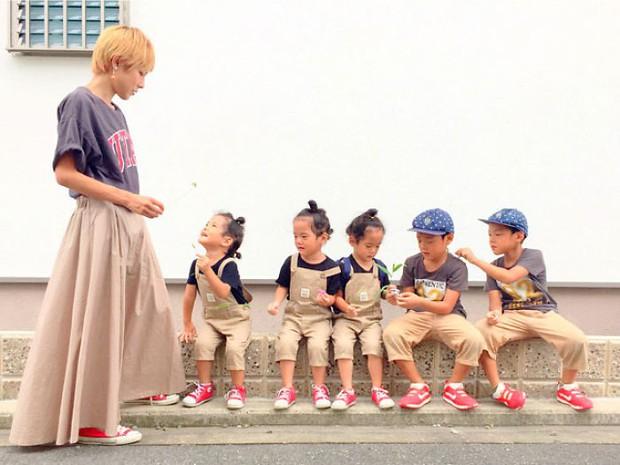 Nhà có 5 thiên thần sinh đôi và sinh ba, bà mẹ Nhật đã cho ra đời bộ ảnh đáng yêu như thế đấy - Ảnh 17.