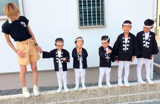 Nhà có 5 thiên thần sinh đôi và sinh ba, bà mẹ Nhật đã cho ra đời bộ ảnh đáng yêu như thế đấy - Ảnh 15.