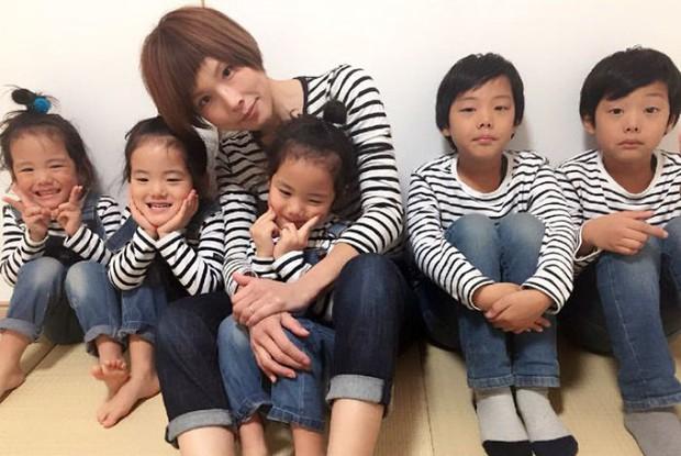 Nhà có 5 thiên thần sinh đôi và sinh ba, bà mẹ Nhật đã cho ra đời bộ ảnh đáng yêu như thế đấy - Ảnh 11.