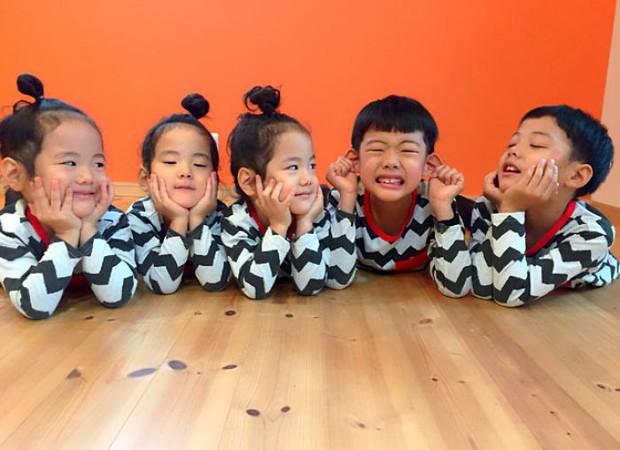 Nhà có 5 thiên thần sinh đôi và sinh ba, bà mẹ Nhật đã cho ra đời bộ ảnh đáng yêu như thế đấy - Ảnh 7.