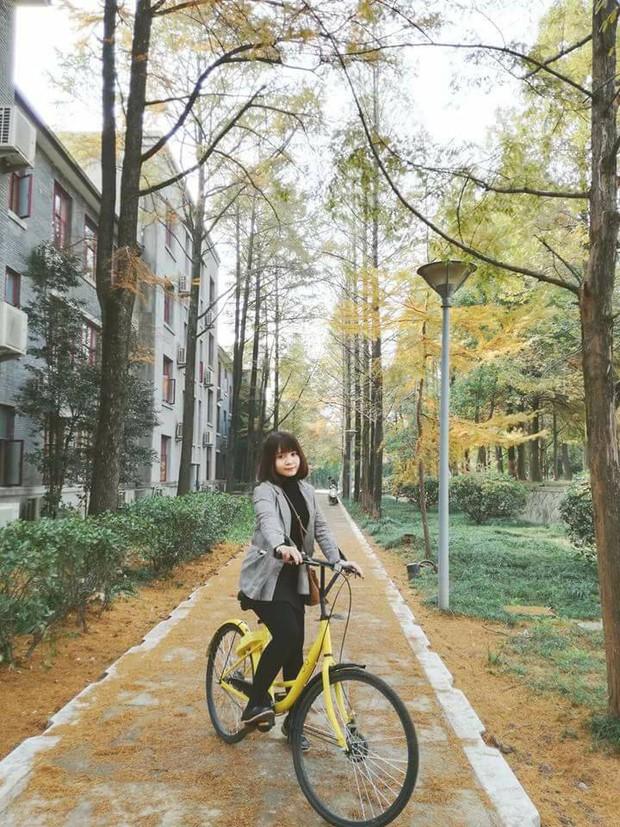 """Đã tìm ra nữ CĐV cuồng nhiệt nhất của U23 Việt Nam khi liên tục gào tên Hồng Duy Pinky: """"Em ơi, bán son cho chị! - Ảnh 3."""