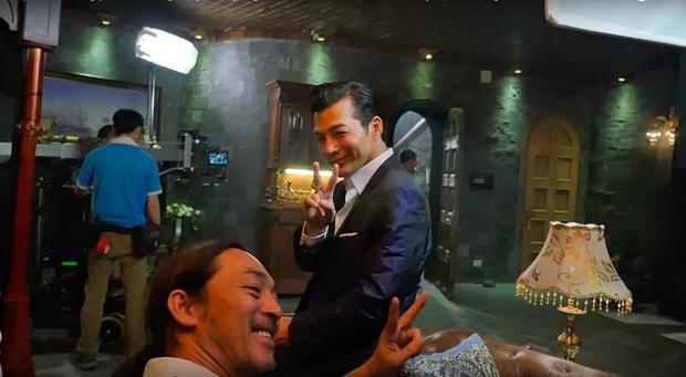 Trần Bảo Sơn và Mike Tyson cởi áo khoe thân bên dàn mỹ nhân Hong Kong trong Girls 2 - Ảnh 2.