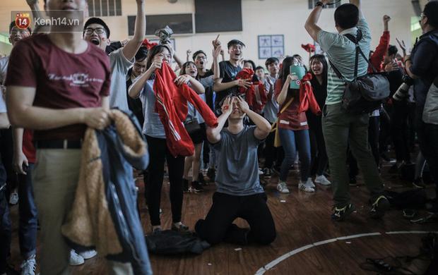 Sinh viên và loạt khoảnh khắc cảm xúc đến khó quên trong trận bán kết lịch sử Việt Nam - Qatar - Ảnh 18.
