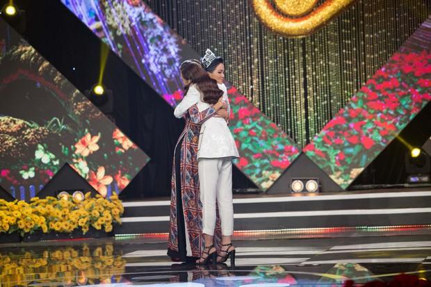 Hoa hậu Kiều Ngân xuất sắc giành ngôi Én Vàng 2017 - Ảnh 3.