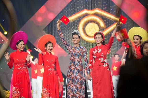 Hoa hậu Kiều Ngân xuất sắc giành ngôi Én Vàng 2017 - Ảnh 6.