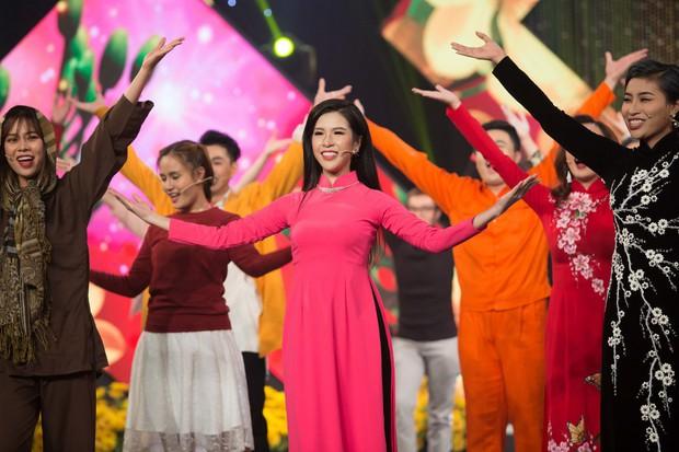Hoa hậu Kiều Ngân xuất sắc giành ngôi Én Vàng 2017 - Ảnh 7.
