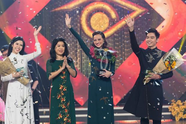 Hoa hậu Kiều Ngân xuất sắc giành ngôi Én Vàng 2017 - Ảnh 2.