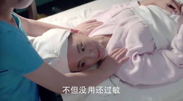 """""""Người Đàm Phán"""": Vừa mới hẹn hò, Dương Mịch đã chủ động hôn chàng """"phi công trẻ""""!  - Ảnh 11."""
