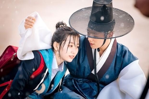 Vừa hay vừa không tốn thời gian - 7 phim Hàn ngắn tập hoàn hảo để cày dịp Tết - Ảnh 3.