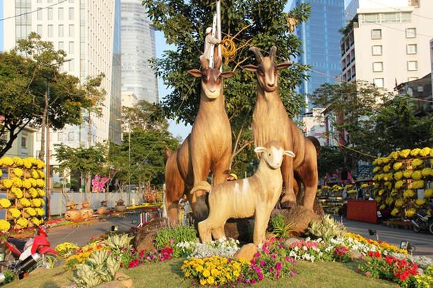 Nhìn lại hình ảnh những linh vật ở đường hoa Nguyễn Huệ trong 5 năm trở lại đây - Ảnh 6.