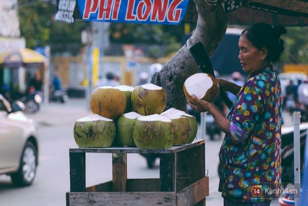 Tết bình dị của người dân xóm chài lênh đênh giữa Sài Gòn: Mâm cỗ đơn giản chỉ với mấy con cá khô - Ảnh 5.