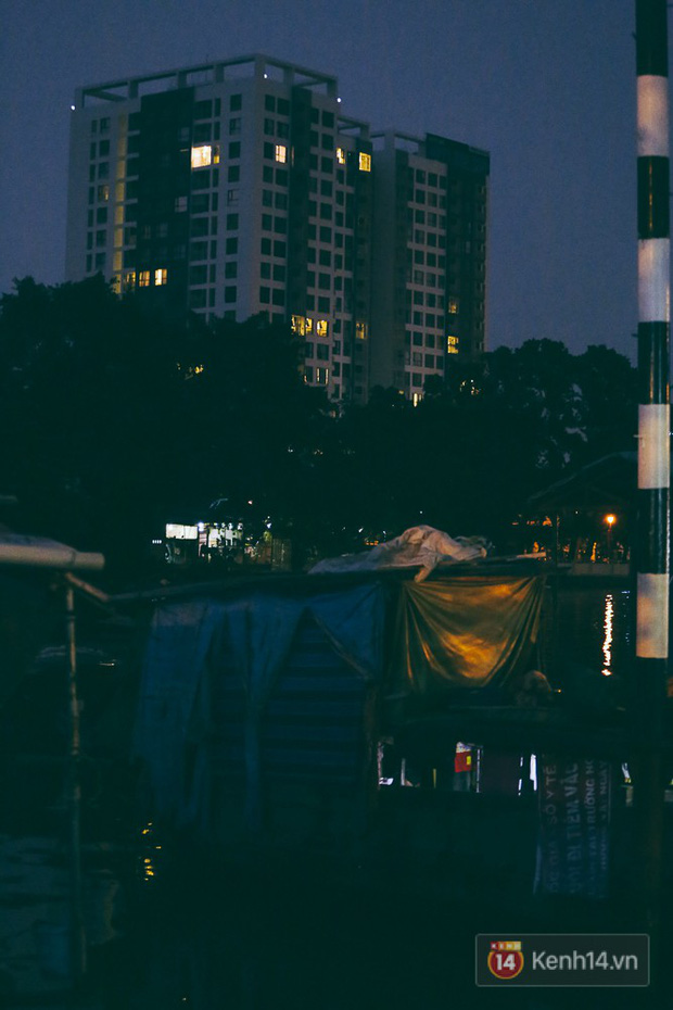 Tết bình dị của người dân xóm chài lênh đênh giữa Sài Gòn: Mâm cỗ đơn giản chỉ với mấy con cá khô - Ảnh 13.