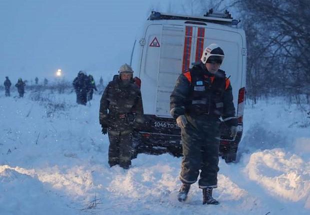 Mảnh vỡ và hình ảnh nạn nhân vụ tai nạn máy bay thảm khốc tại Nga - Ảnh 11.