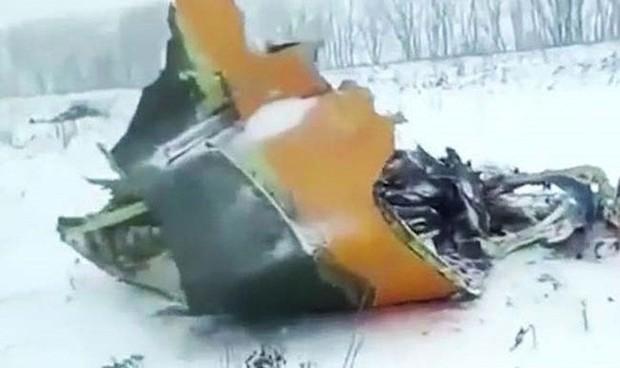 Mảnh vỡ và hình ảnh nạn nhân vụ tai nạn máy bay thảm khốc tại Nga - Ảnh 4.