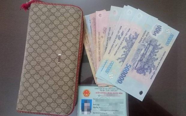 Xôn xao chuyện cặp đôi cầm nhầm iPhone cùng chiếc ví có 10 triệu đồng rồi thản nhiên nhắn tin cho khổ chủ đòi tiền chuộc - Ảnh 3.