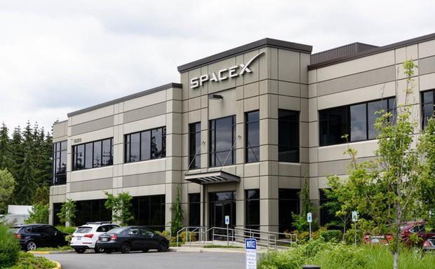 Cuối tuần này, SpaceX sẽ phóng vệ tinh phát Internet, bước đầu thử nghiệm cho dự án phát Internet toàn cầu - Ảnh 1.
