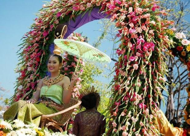 Tết Việt Nam thì không thể thiếu đào mai, còn người dân châu Á trưng hoa gì trong năm mới để có nhiều may mắn tài lộc? - Ảnh 8.