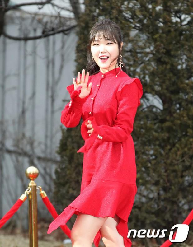 Thảm đỏ Gaon 2018: Sunmi gặp sự cố tại vùng nhạy cảm, Tzuyu và IU lột xác bất ngờ giữa dàn mỹ nhân đẹp lung linh - Ảnh 35.