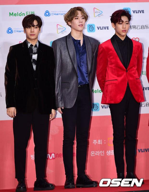 Thảm đỏ Gaon 2018: Sunmi gặp sự cố tại vùng nhạy cảm, Tzuyu và IU lột xác bất ngờ giữa dàn mỹ nhân đẹp lung linh - Ảnh 38.