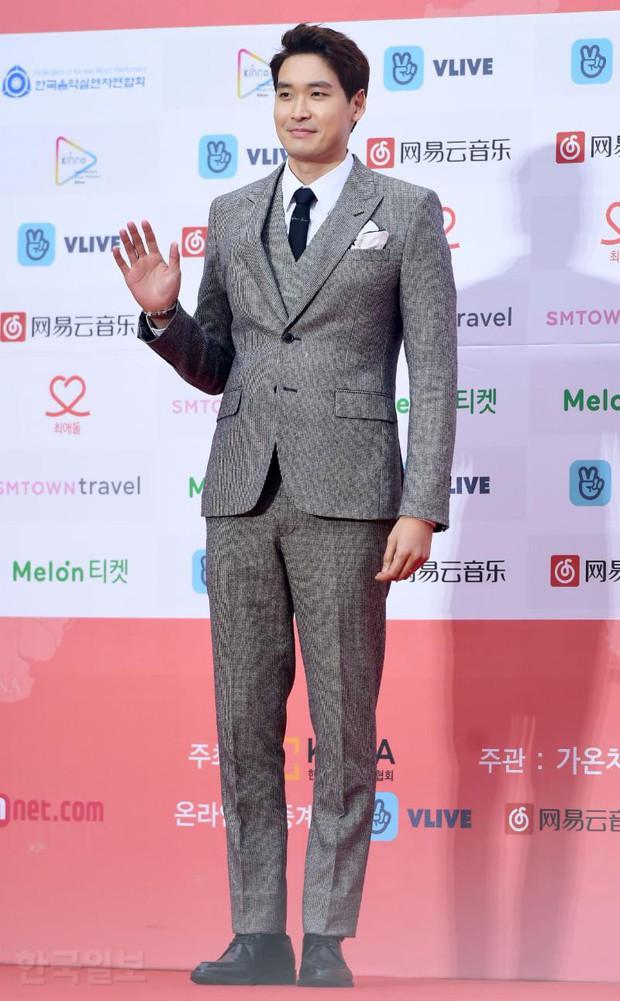 Thảm đỏ Gaon 2018: Sunmi gặp sự cố tại vùng nhạy cảm, Tzuyu và IU lột xác bất ngờ giữa dàn mỹ nhân đẹp lung linh - Ảnh 49.