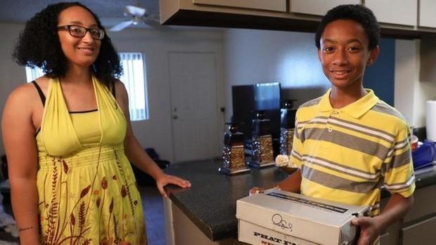 Cậu bé tuổi teen ôm một chiếc hộp đựng giày vào bệnh viện, y tá không tin vào mắt mình khi mở nó ra - Ảnh 9.