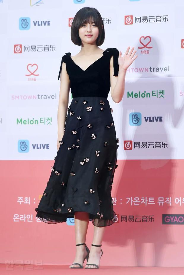 Thảm đỏ Gaon 2018: Sunmi gặp sự cố tại vùng nhạy cảm, Tzuyu và IU lột xác bất ngờ giữa dàn mỹ nhân đẹp lung linh - Ảnh 50.