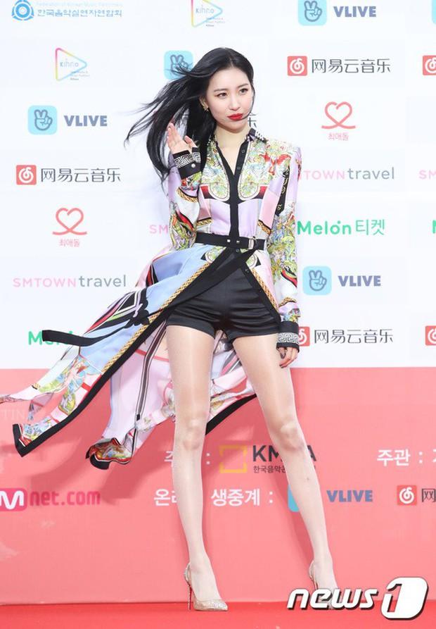 Thảm đỏ Gaon 2018: Sunmi gặp sự cố tại vùng nhạy cảm, Tzuyu và IU lột xác bất ngờ giữa dàn mỹ nhân đẹp lung linh - Ảnh 14.