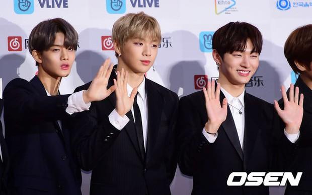 Thảm đỏ Gaon 2018: Sunmi gặp sự cố tại vùng nhạy cảm, Tzuyu và IU lột xác bất ngờ giữa dàn mỹ nhân đẹp lung linh - Ảnh 22.