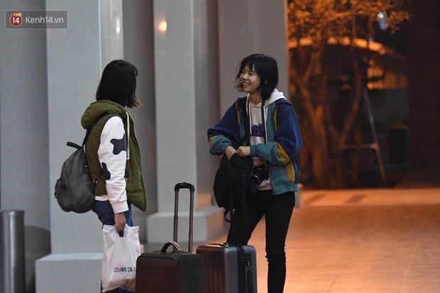 2 chuyến xe cuối cùng vừa rời khỏi bến xe Giáp Bát, đưa hành khách về với gia đình đón Giao thừa năm 2018 - Ảnh 2.