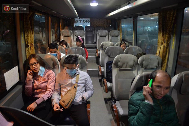 2 chuyến xe cuối cùng vừa rời khỏi bến xe Giáp Bát, đưa hành khách về với gia đình đón Giao thừa năm 2018 - Ảnh 5.