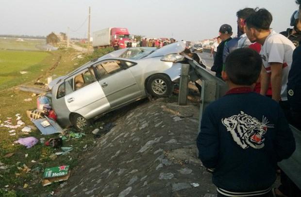 Thuê xe về quê ăn Tết, cả gia đình gặp tai nạn thương tâm khiến hai người chết - Ảnh 2.