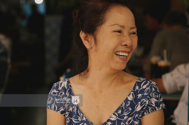 Không khí nhộn nhịp ngày đầu năm tại quán cafe vợt lâu đời nhất Sài Gòn, gần 80 năm chỉ nghỉ đúng ngày 30 Tết - Ảnh 3.