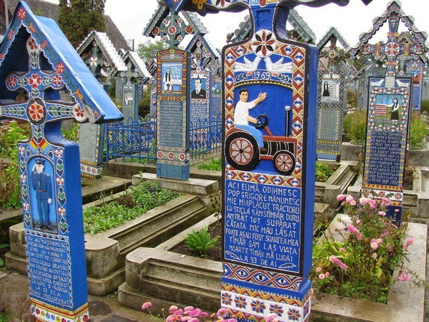 Những phong tục tang lễ lạ lùng nhất thế giới: Khiêu vũ sau khi chôn cất người mất, trang trí mộ và quan tài đủ sắc màu - Ảnh 2.