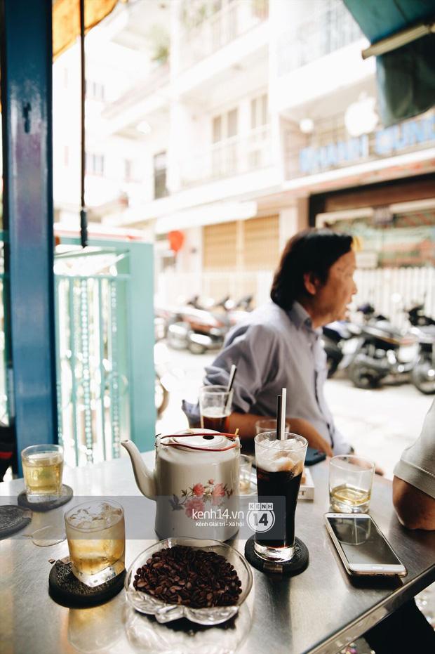 Không khí nhộn nhịp ngày đầu năm tại quán cafe vợt lâu đời nhất Sài Gòn, gần 80 năm chỉ nghỉ đúng ngày 30 Tết - Ảnh 2.