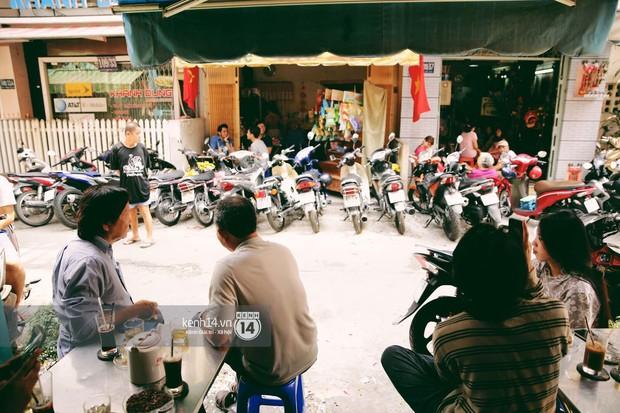 Không khí nhộn nhịp ngày đầu năm tại quán cafe vợt lâu đời nhất Sài Gòn, gần 80 năm chỉ nghỉ đúng ngày 30 Tết - Ảnh 4.
