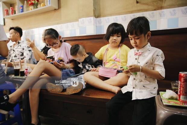 Không khí nhộn nhịp ngày đầu năm tại quán cafe vợt lâu đời nhất Sài Gòn, gần 80 năm chỉ nghỉ đúng ngày 30 Tết - Ảnh 11.