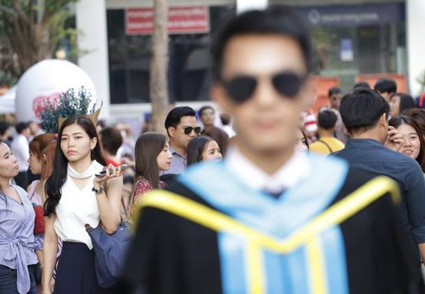 Nhờ bạn thân chụp bộ ảnh tốt nghiệp, anh chàng trở thành nam phụ mờ nhạt chỉ vì một lý do bất ngờ - Ảnh 13.
