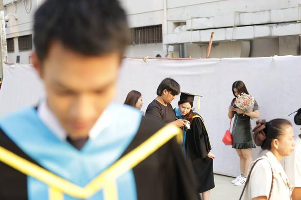 Nhờ bạn thân chụp bộ ảnh tốt nghiệp, anh chàng trở thành nam phụ mờ nhạt chỉ vì một lý do bất ngờ - Ảnh 5.
